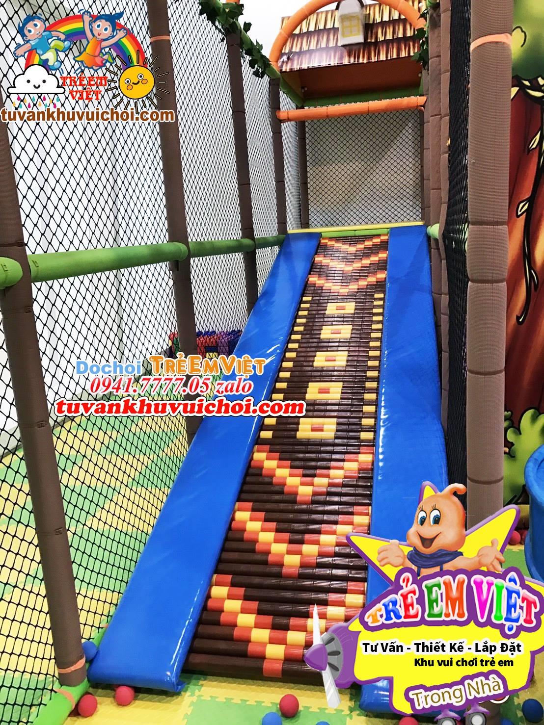 Các loại máng trượt trong khu vui chơi trẻ em.